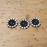 Buttons mother of pearl flower inlay