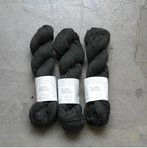 Biches en Bûches le petit lambswool dark blue green